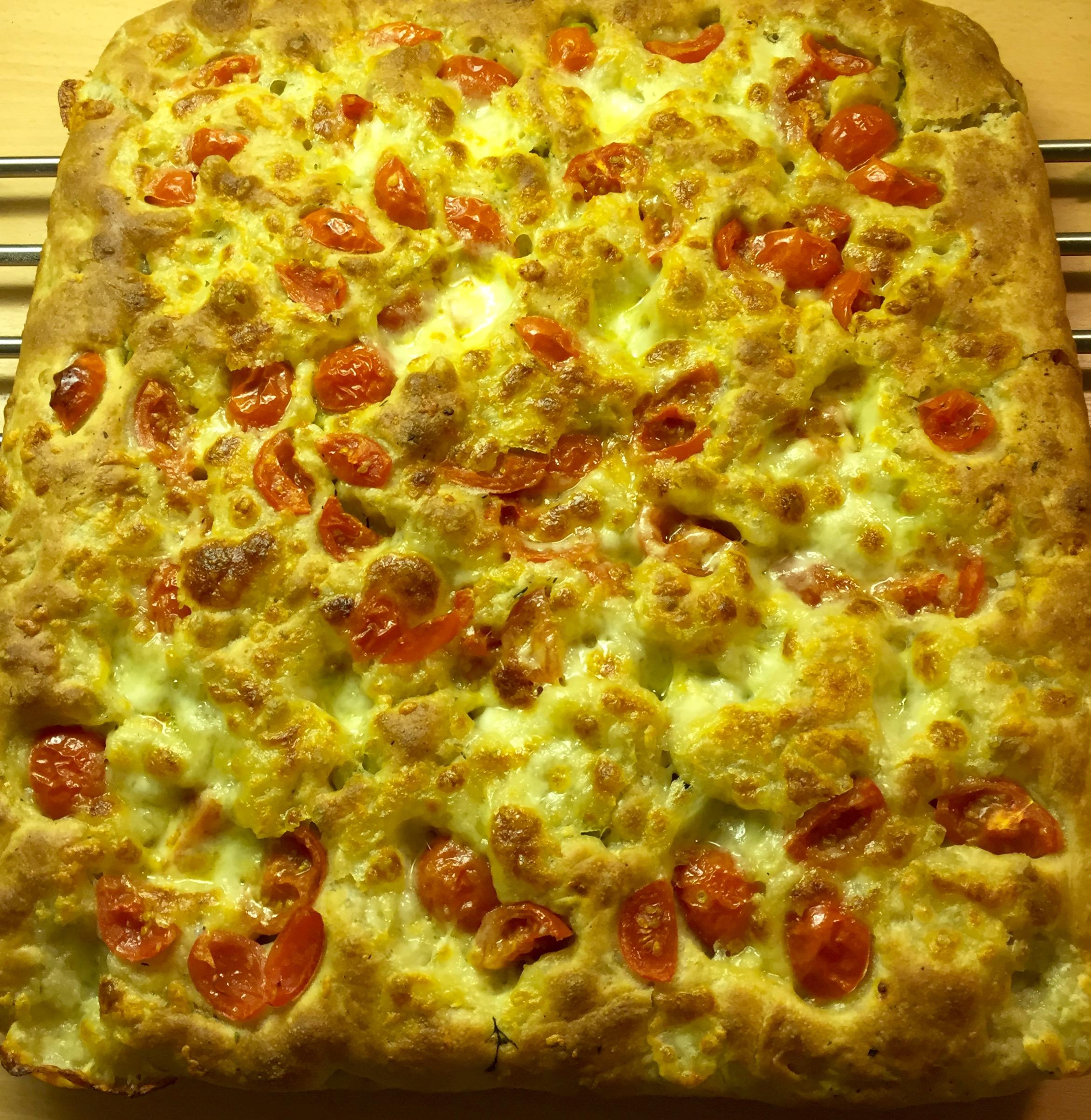 Täytetty focaccia – peltipizza-tyyliin